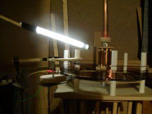 Fluorescent tube near Tesla Magnifying Transmitter